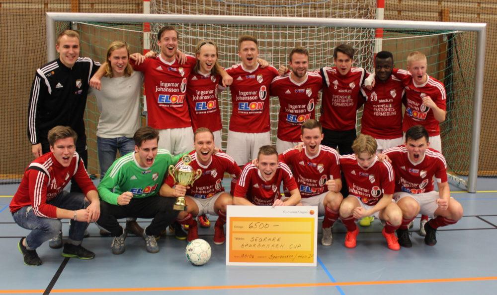 Foto på Holmalunds IF herrar. Vinnare av Sparbanken Cup 2018.