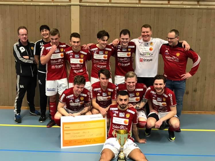 Foto på VIK:s herrar. Vinnare av Sparbanken Cup 2019.